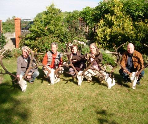 poroże jelenia zdjęcie grupowe